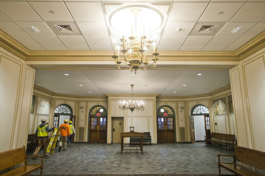 The main lobby of the district court floor of the Midland County Courthouse has been reopened after renovations were completed. The renovations include locked doors at courtroom entrances and new glass windows separating clerks from the public, among other features. (Katy Kildee/kkildee@mdn.net) Photo: (Katy Kildee/kkildee@mdn.net)