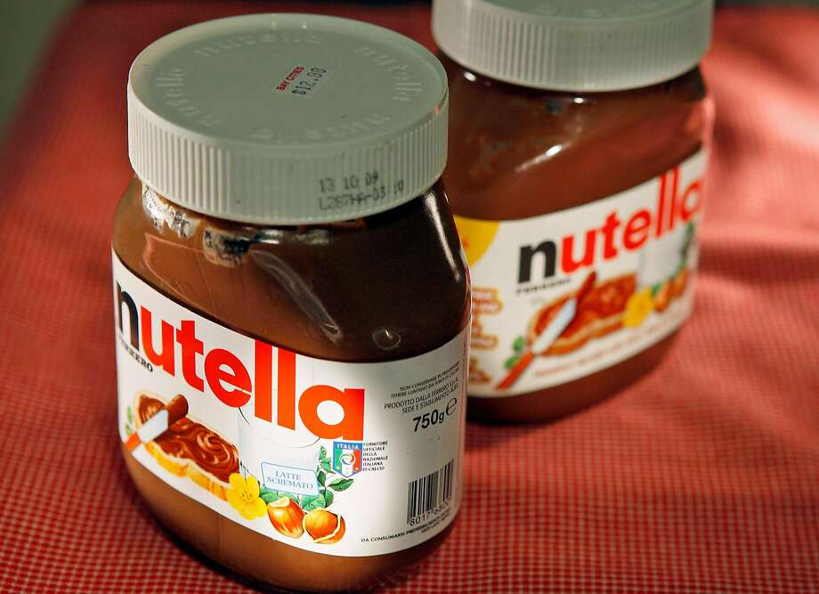 archiveplease Some fans prefer the spread imported from Italy, left, over the U.S. version made in Canada. Illustrates FOOD-NUTELLA (category d) by Amy Scattergood (c) 2009, Los Angeles Times. Moved Wednesday, Feb. 11, 2009. (MUST CREDIT: Los Angeles Times photo by Robert Gauthier.) Photo: ROBERT GAUTHIER, TPN