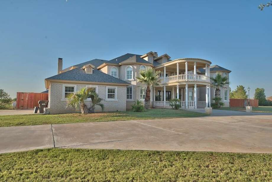 The 2.53-acre property located at8312 Edinburgh Dr. is on the market for$950,000. Photo: Courtesy Of Victoria Printz Team Realtors