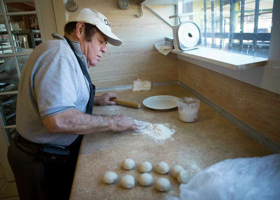 Trinidad Garza makes flour tortillas at La Casa Bakery & Cafe, Wednesday, Jan. 17, 2018, in Houston. Jackie Garza recently had a tweet about her father's bakery go viral and significantly boost business at the restaurant. ( Mark Mulligan / Houston Chronicle ) Photo: Mark Mulligan, Houston Chronicle / © 2018 Houston Chronicle