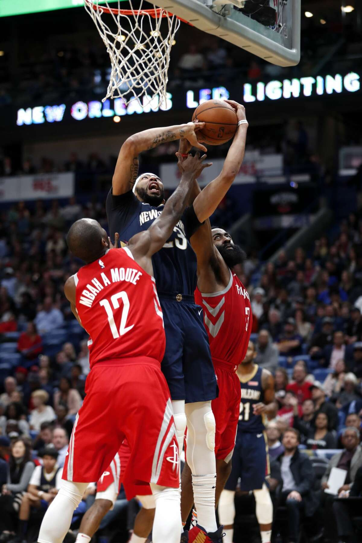 New Orleans Pelicans forward Anthony Davis (23) battles under the basket between Houston Rockets forward Luc Mbah a Moute (12) and guard James Harden in the second half of an NBA basketball game in New Orleans, Friday, Jan. 26, 2018. The Pelicans won 115-113. (AP Photo/Gerald Herbert)