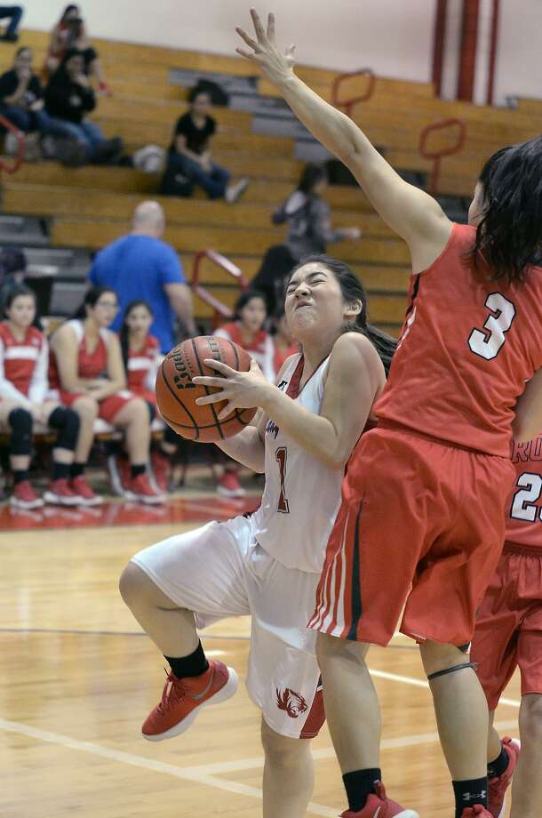 Cielo Lares had 10 points and six steals Friday in Martin's 55-28 rout of winless Roma. Photo: Cuate Santos /Laredo Morning Times / Laredo Morning Times