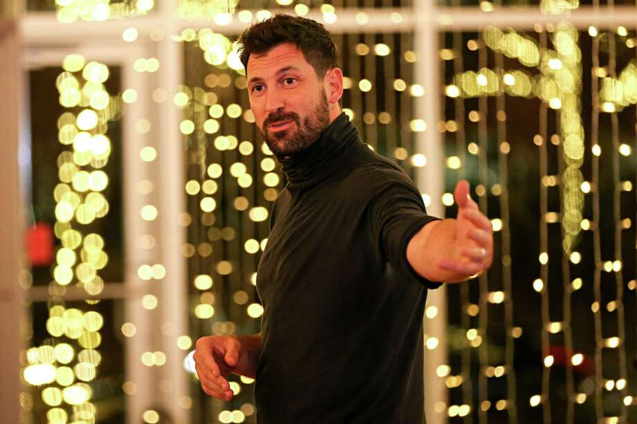 Maksim Chmerkovskiy, a Ukrainian-American Latin-ballroom dance champion, choreographer and instructor, welcomes attendees to a master class on Friday, Jan. 26, 2018, at Dance With Me in The Woodlands. Photo: Michael Minasi, Staff Photographer / © 2017 Houston Chronicle
