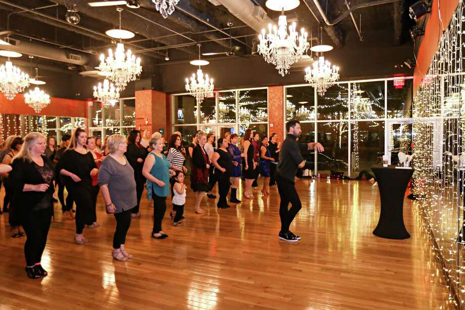 Attendees of a master class by Maksim Chmerkovskiy, a Ukrainian-American Latin-ballroom dance champion, choreographer and instructor, laugh while learning Latin dance foundations on Friday, Jan. 26, 2018, at Dance With Me in The Woodlands. Photo: Michael Minasi, Staff Photographer / © 2017 Houston Chronicle
