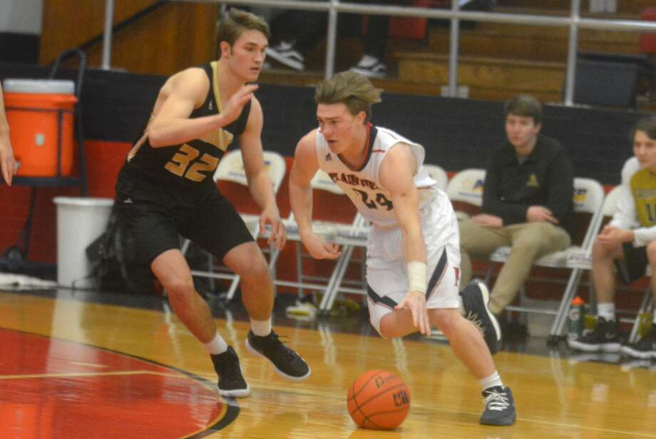 A pair of high school quarterbacks battle on the basketball court as Plainview's Carson Hauk, 24, dribbles past Amarillo's Nathan Betts, 32, during a game earlier this season. Betts scored 20 points to help the Sandies defeat the Bulldogs Friday night. Photo: Skip Leon/Plainview Herald