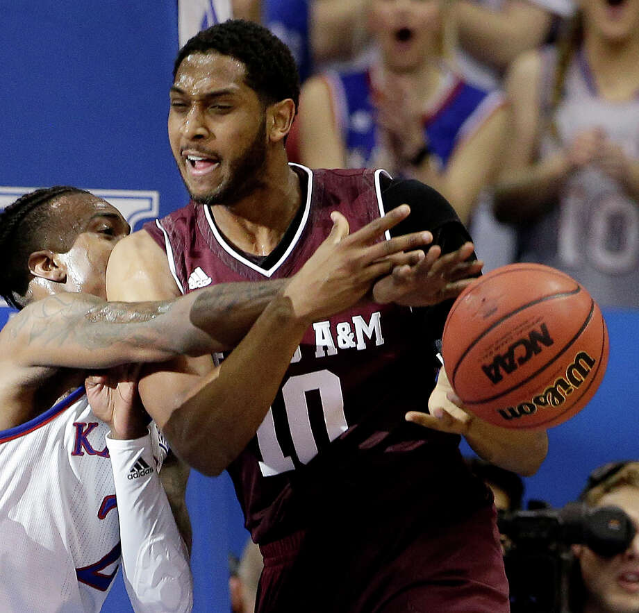 Tonny Trocha-Morelos (10) and the Aggies will try to hold on to their hopes of making a late-season run when they play host to Arkansas Tuesday night. Photo: Charlie Riedel/Associated Press