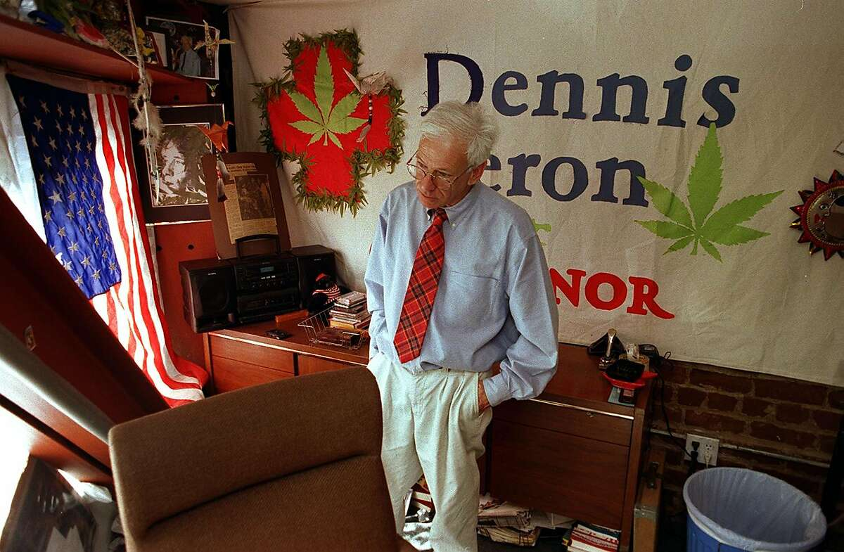 POT CLUB 1/C/2OAPR98/MN/MACOR SF Sheriff shut down San Franciscos' Cannabis Buyer's Club. Dennis Peron spends his last morning as director of the program in his Market St. office inside the club. By Michael Macor/The Chronicle