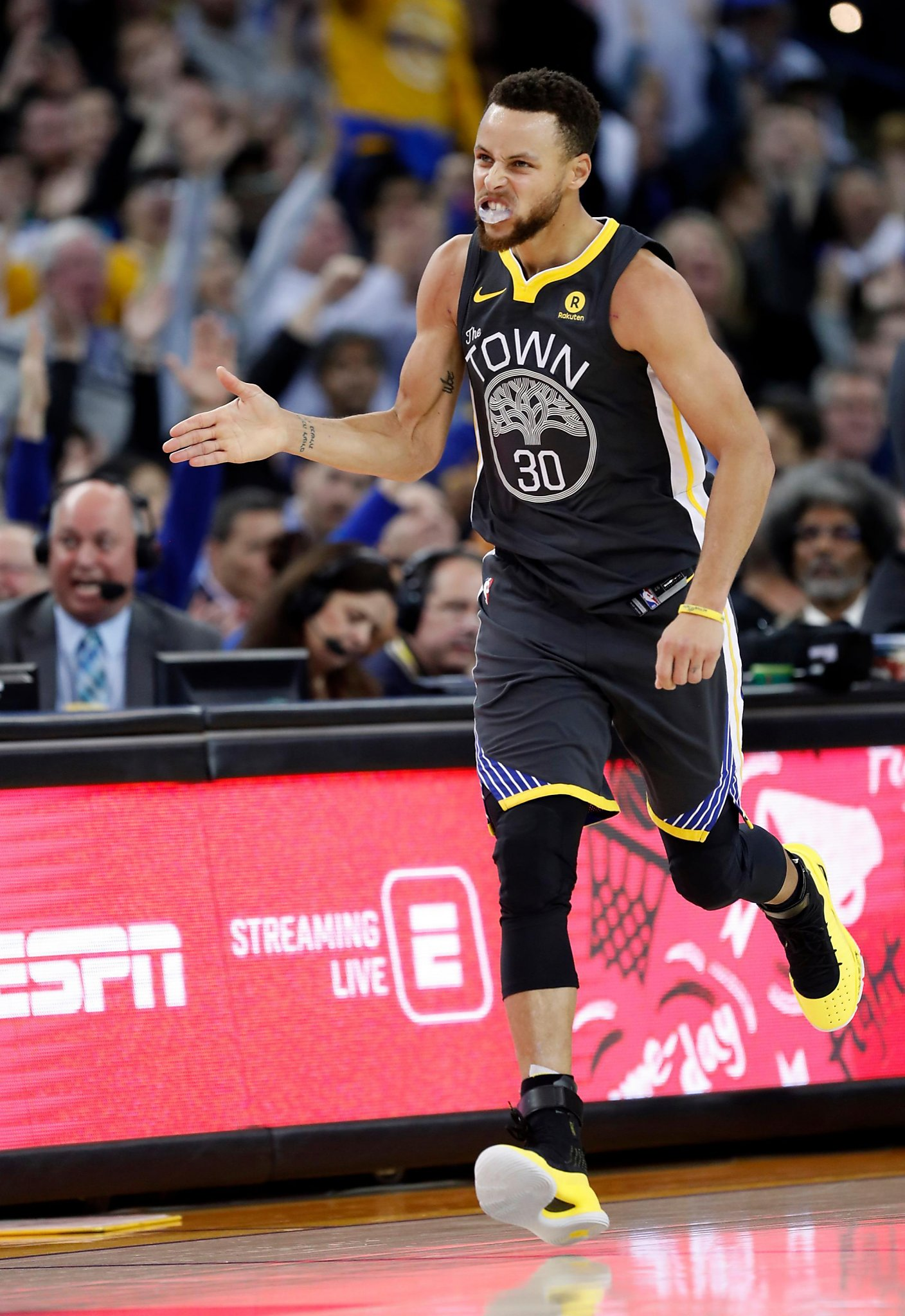 02229d15fbac Stephen Curry s late heroics help Warriors hold off Celtics - San ...
