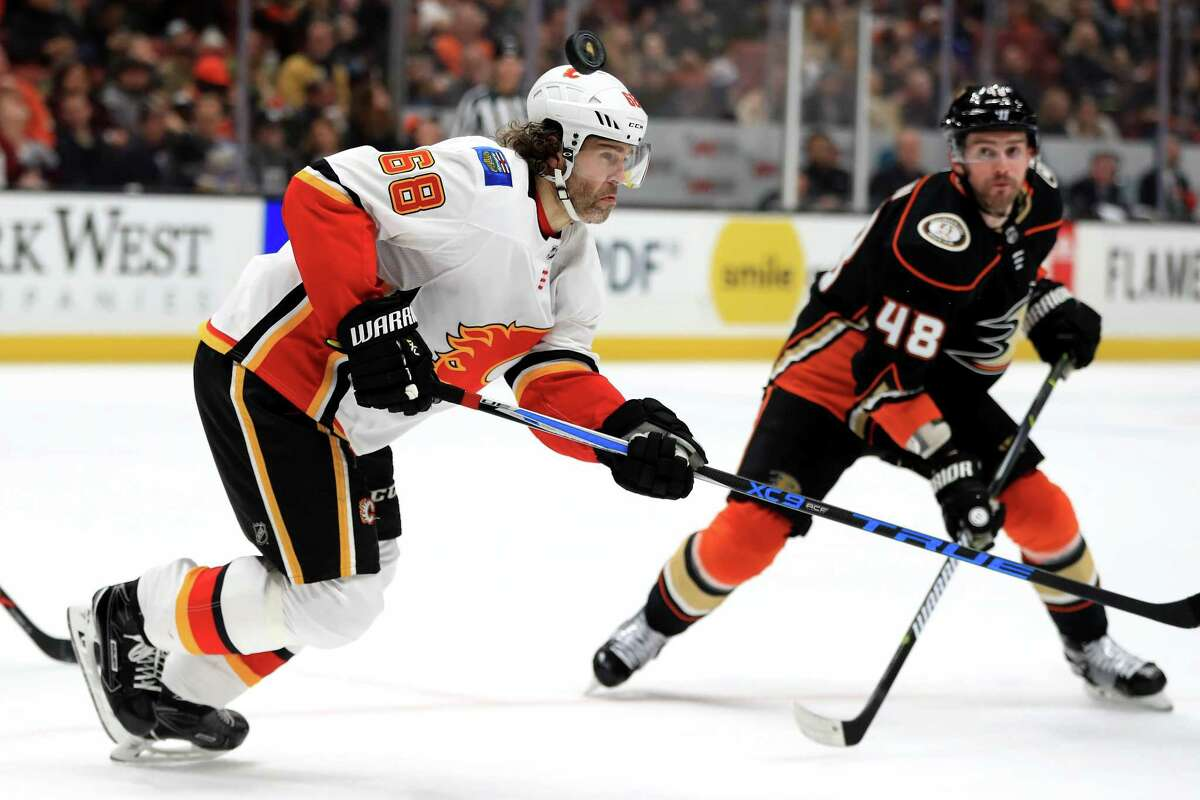 ANAHEIM, CA - DECEMBER 29: Jaromir Jagr #68 of the Calgary Flames rushes toward the puck on a face off as Logan Shaw #48 of the Anaheim Ducks looks on during the third period of a game at Honda Center on December 29, 2017 in Anaheim, California.