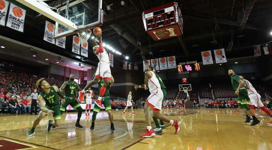Houston Cougars guard Corey Davis Jr. (5) grabs the rebound during the first half of the American Athletic Conference game against South Florida Bulls at H&PE Arena on Sunday, Jan. 28, 2018, in Houston. Photo: Yi-Chin Lee, Houston Chronicle / © 2018  Houston Chronicle