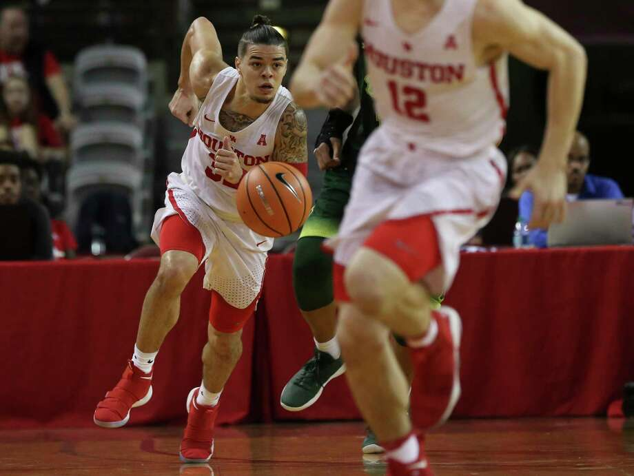 Houston Cougars guard Rob Gray (32) has control of the ball during the second half of the American Athletic Conference game against the South Florida Bulls at H&PE Arena on Sunday, Jan. 28, 2018, in Houston. The Houston Cougars defeated the South Florida Bulls 63-40. Photo: Yi-Chin Lee, Houston Chronicle / © 2018  Houston Chronicle