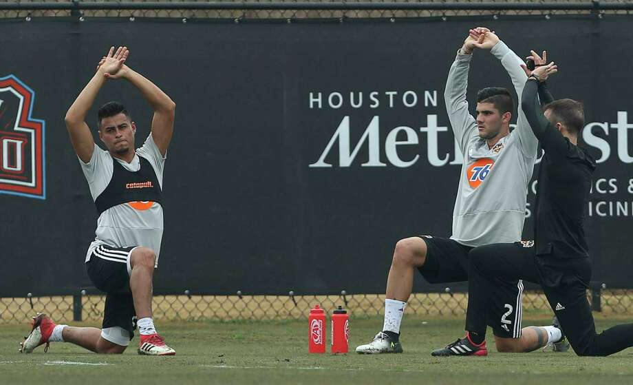Dynamno midfielder Darwin Cerén, left, and defender Alejandro Fuenmayor stretching during the open practice day for fans at Houston Sports Park on Saturday, Jan. 27, 2018, in Houston. Photo: Yi-Chin Lee, Houston Chronicle / © 2018  Houston Chronicle