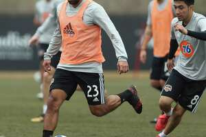 Dynamno's Arturo Alvarez (23) carries the ball during the open practice day for fans at Houston Sports Park on Saturday, Jan. 27, 2018, in Houston.