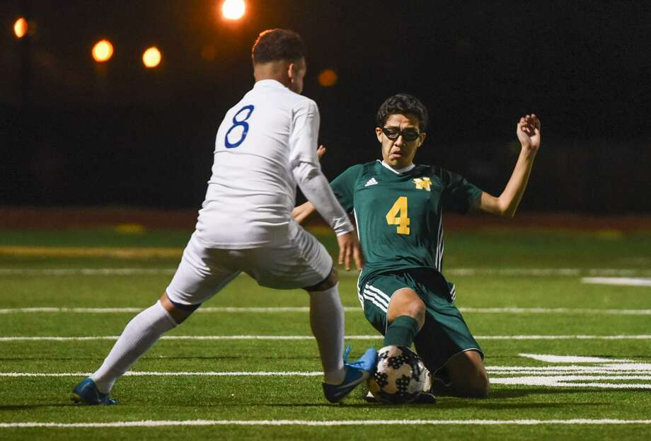 Martin (9-7, 6-6 District 31-5A) remains in fourth place in its district despite failing to claim a win last week. Nixon (7-11, 4-8) and Cigarroa (10-13, 4-9) are on the outside looking in with just two weeks left in the regular season. Photo: Danny Zaragoza / Laredo Morning Times File