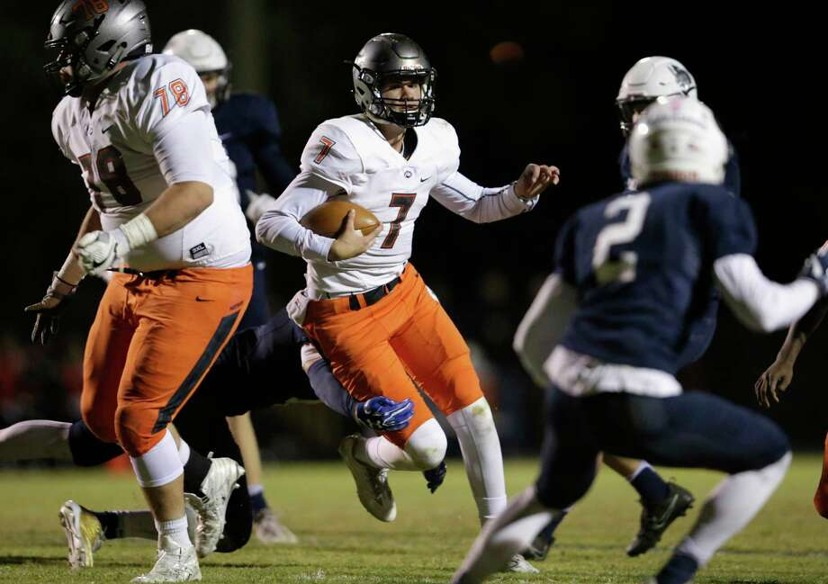 St. Pius X Panthers quarterback Grant Gunnell (7) follows the blocking by St. Pius X Panthers tackle Matthew Morgan (78) as he runs the ball in the fourth quarter during the high school football game between St. Pius X Panthers and the Concordia Lutheran Crusaders in Tomball, TX on Friday, October 27, 2017. Photo: Tim Warner, For The Chronicle / Houston Chronicle