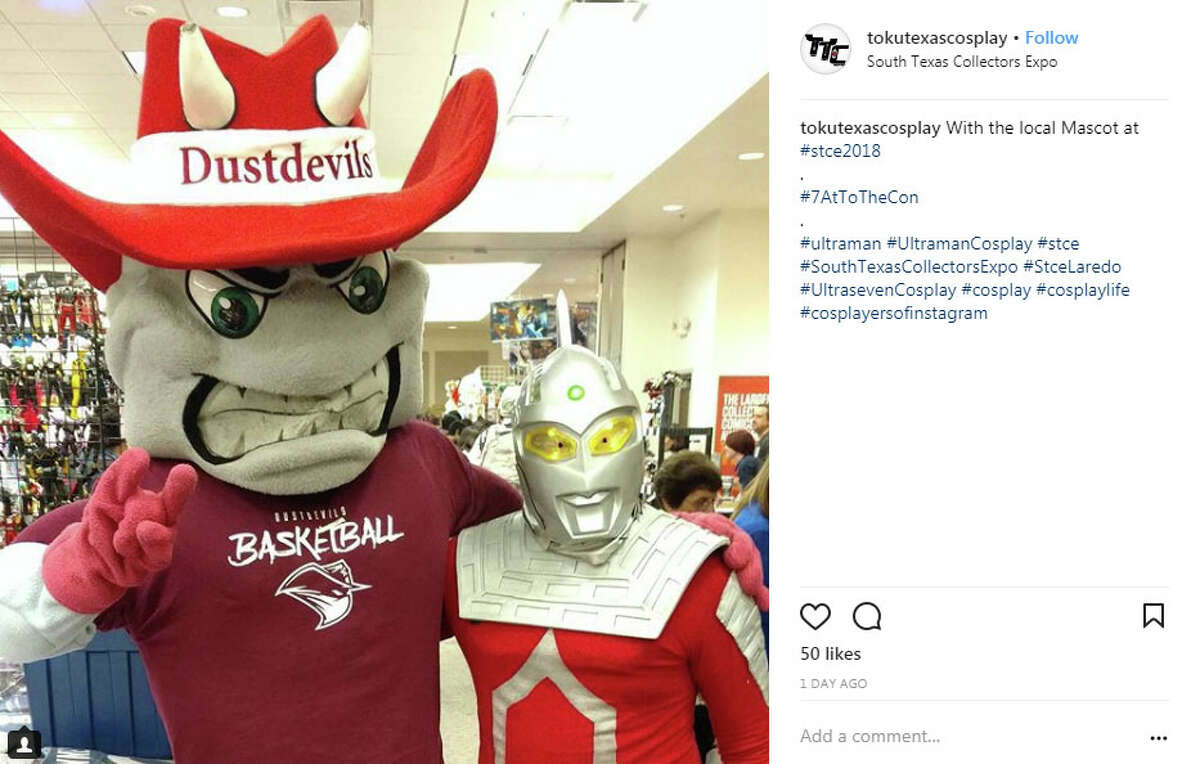 """tokutexascosplay: """"With the local Mascot at #stce2018 . #7AtToTheCon . #ultraman #UltramanCosplay #stce #SouthTexasCollectorsExpo #StceLaredo #UltrasevenCosplay #cosplay #cosplaylife #cosplayersofinstagram"""""""