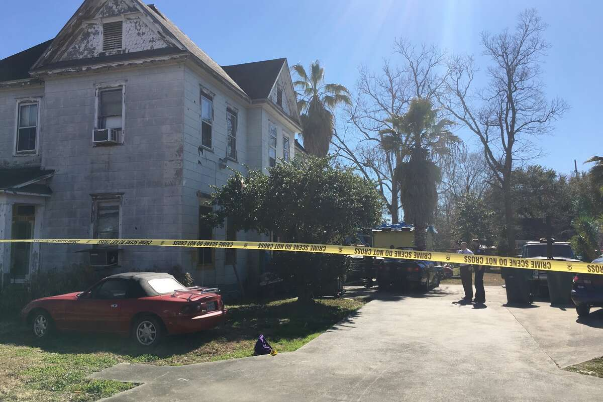 Beaumont police investigate a fatal shooting in the 1100 block of Church Street Monday, January 29, 2018. Photo: Ryan Pelham/The Enterprise.