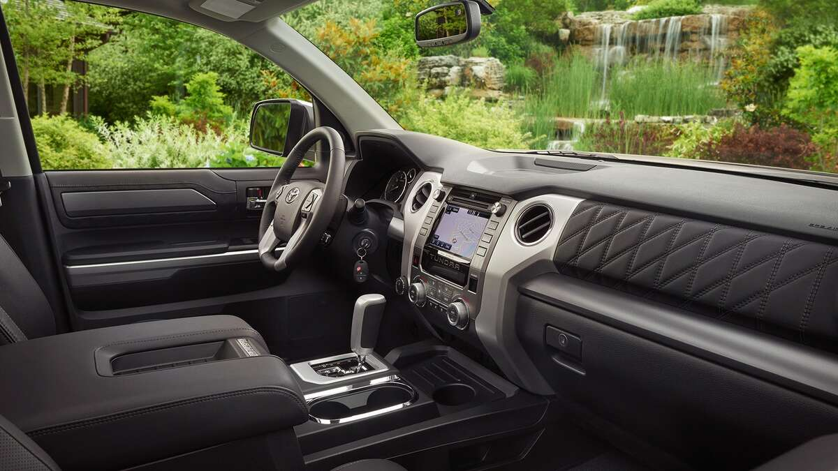 The 2018 Toyota Tundra Platinum is rather bare bones when compared to the competition. It follows Toyota's styling, with straight and clean lines, but even the diamond printed leather does little to set it apart.
