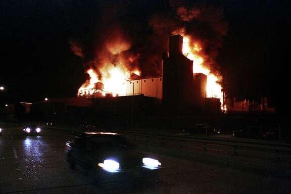 A five-alarm blaze destroys a vacant American Rice Inc. storage building near Studemont at Memorial, Jan 14, 1988.