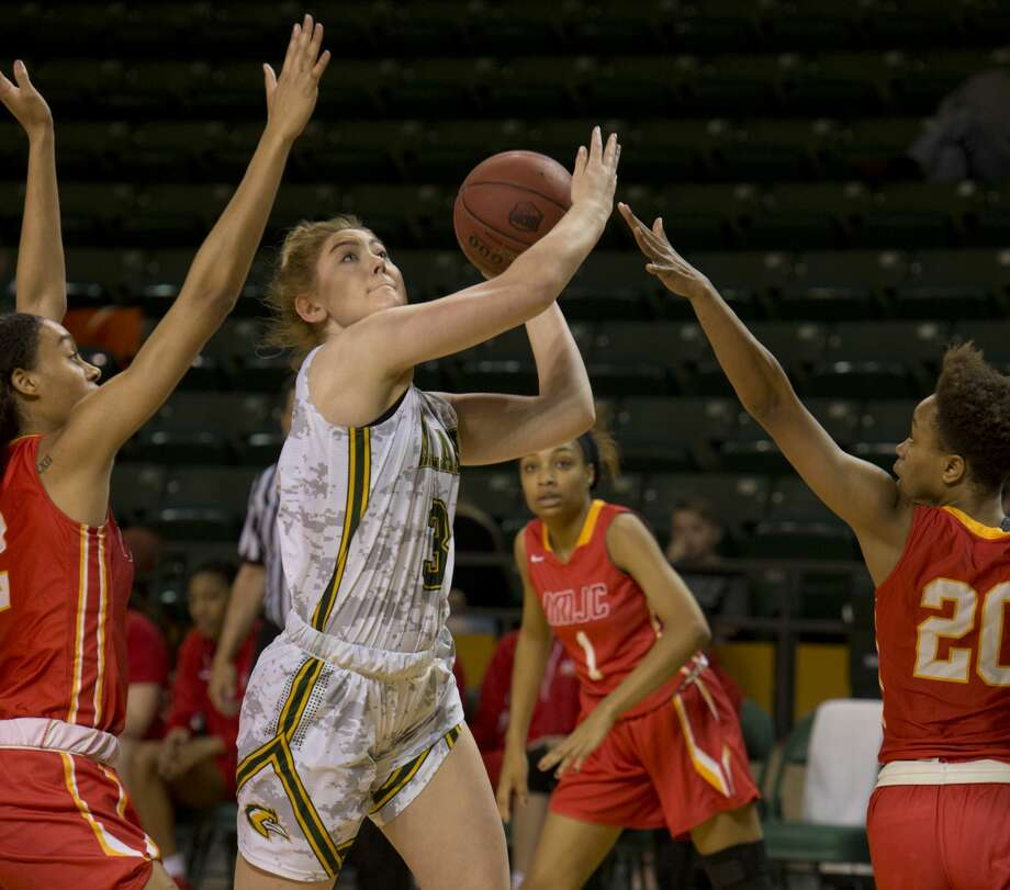 Midland College's Bianca Thacker drives through the lane as New Mexico Junior College's Alexes Bryant and Tatiana Wright try to block her 01/29/18 at the Chaparral Center. Tim Fischer/Reporter-Telegram Photo: Tim Fischer/Midland Reporter-Telegram