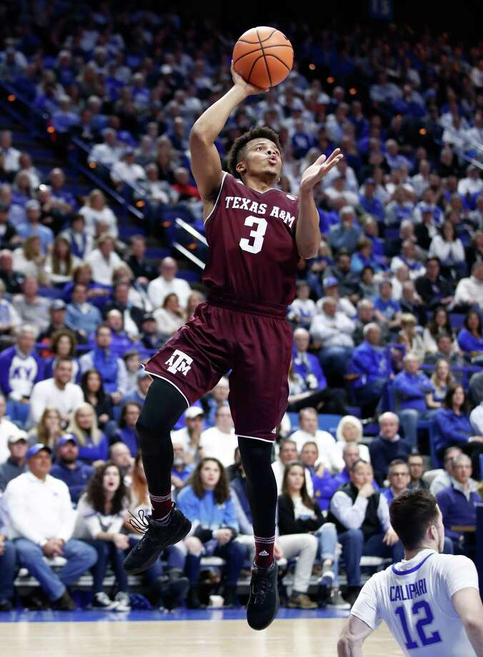 Texas A&M is hoping that Admon Gilder, left, and Duane Wilson can keep playing despite knee injuries that have limited their effectiveness recently. Photo: Andy Lyons, Staff / 2018 Getty Images