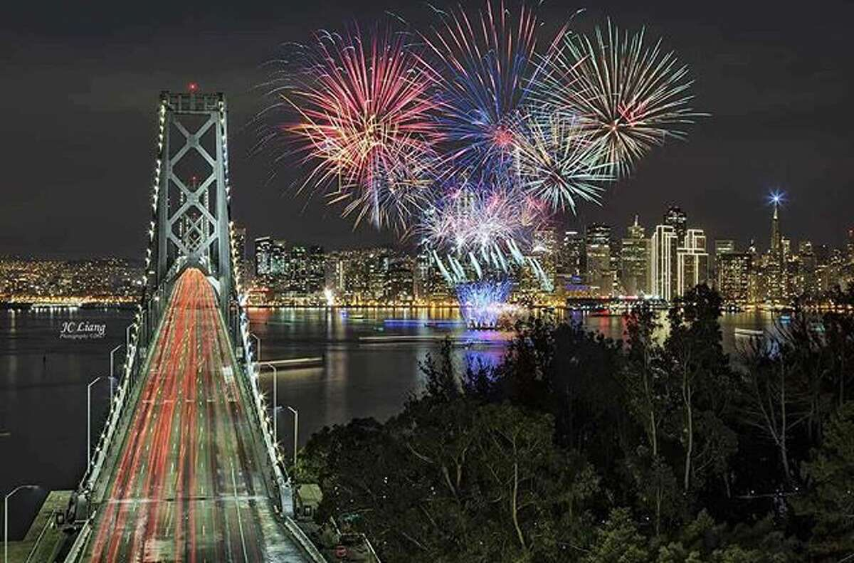 @jc.liang photographed the New Year's fireworks from Yerba Buena Island.