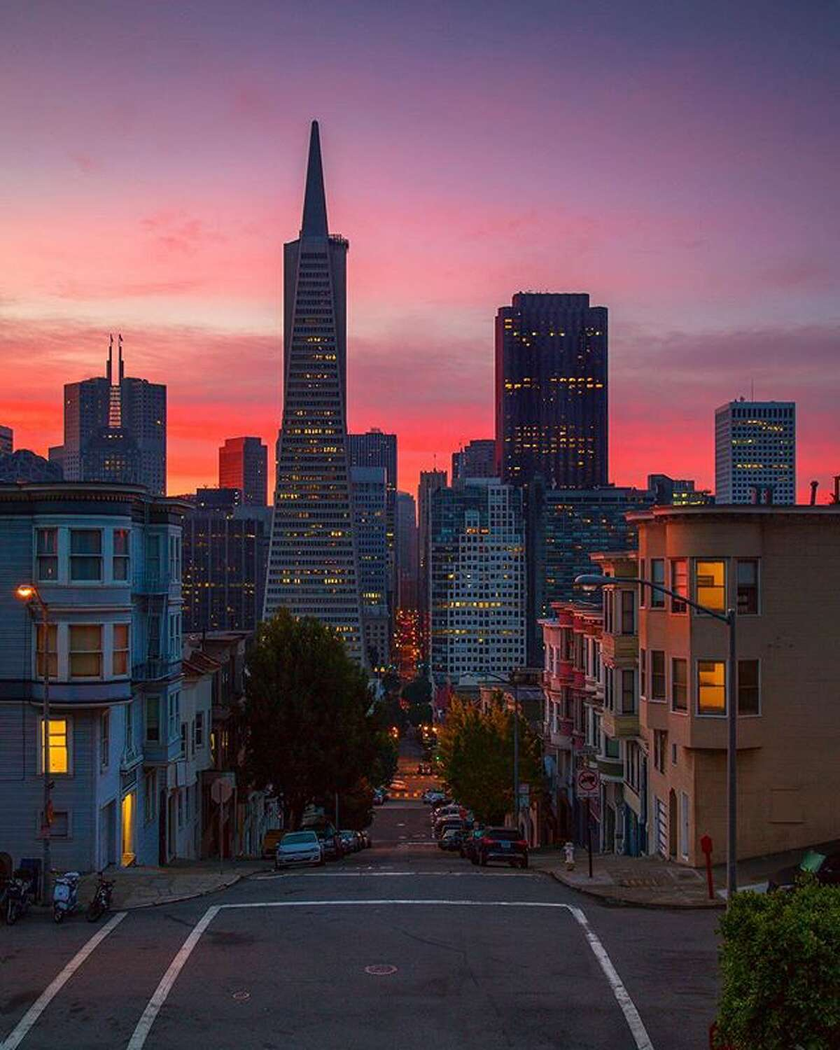 @awesternlens photographed a beautiful sunrise in San Francisco.