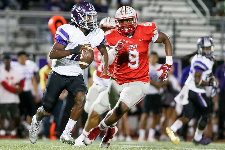 Judson's Demarvin Leal (9) closes in on Warren quarterback BJ Greene during the first half of their Class 6A Division I bidistrict football game  at Rutledge Stadium on Friday, Nov. 17, 2017.  Judson beat Warren 55-14. MARVIN PFEIFFER/mpfeiffer@express-news.net Photo: Marvin Pfeiffer, Staff / San Antonio Express-News / Express-News 2017