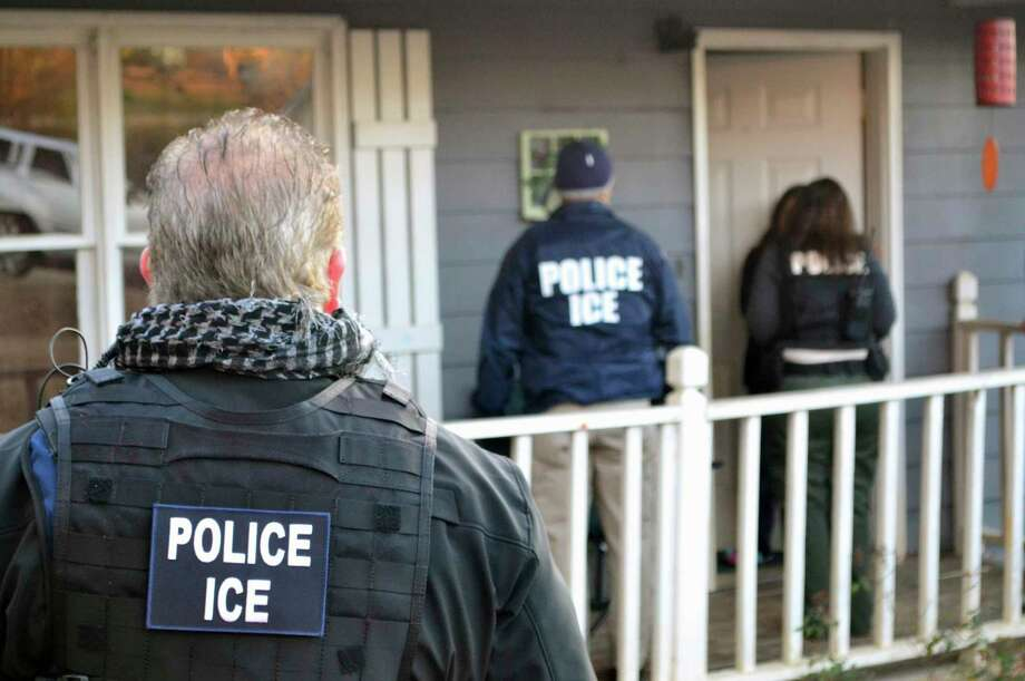 U.S. Immigration and Customs Enforcement agents approach a home in Atlanta on Feb. 9, 2017, during a targeted enforcement operation aimed at immigrants living illegally in the United States. (Bryan Cox/ICE via AP) Photo: Bryan Cox, HOGP / Public Domain