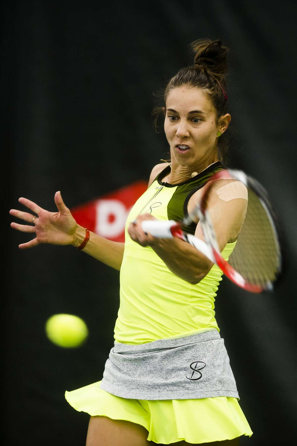 Mihaela Buzaƒrnescu of Romania returns the ball in a match against Naomi Broady of the United Kingdom during the Dow Tennis Classic on Tuesday, Jan. 30, 2018 at the Greater Midland Tennis Center.Buzarnescu won 7-5, 7-5 over Broady.(Katy Kildee/kkildee@mdn.net)