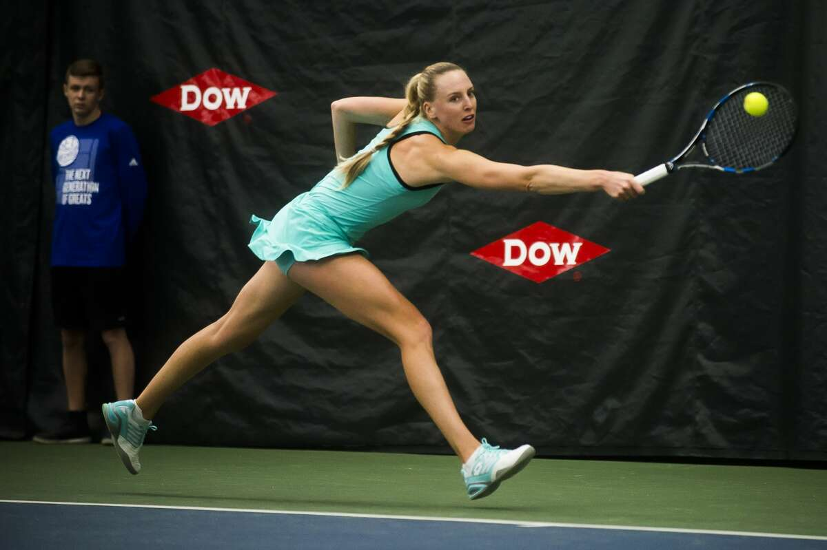 Naomi Broady of the United Kingdom returns the ball in a match against Mihaela Buzaƒrnescuof Romania during the Dow Tennis Classic on Tuesday, Jan. 30, 2018 at the Greater Midland Tennis Center.Buzarnescu won 7-5, 7-5 over Broady.(Katy Kildee/kkildee@mdn.net)