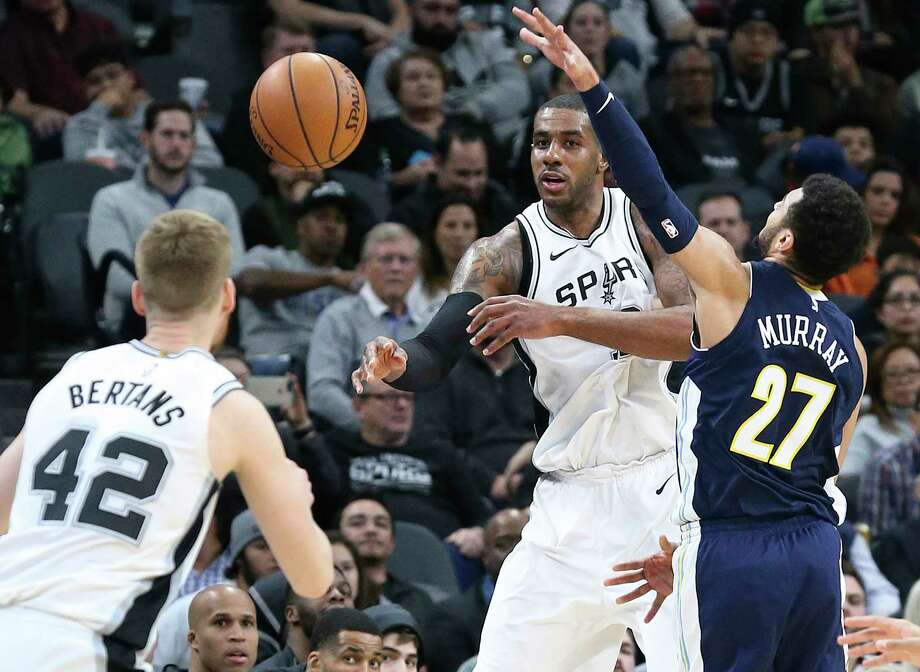 LaMarcus Aldridge finds Davis Bertans open on the outside in the second half as the Spurs play Denver at the AT&T Center on January 30, 2018. Photo: Tom Reel, San Antonio Express-News / 2017 SAN ANTONIO EXPRESS-NEWS