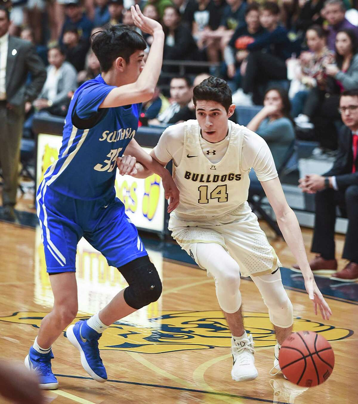 Kike Perez had team highs of 22 points and eight rebounds Tuesday as Alexander fell 66-60 in overtime against South San and dropped into a three-way tie for first place in District 29-6A.