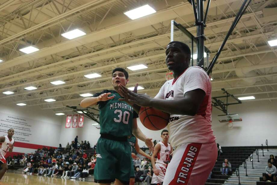 Unable to inbound the ball, South Houston's Darreon Jackson quickly calls timeout before the five seconds elapses. On defense for Memorial is Joseph Campbell. Photo: Robert Avery