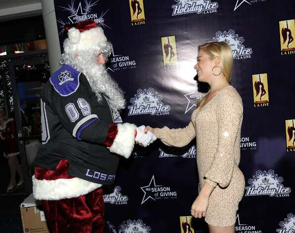 Singer LeAnn Rimes attends the Holiday Tree Lighting at L.A. LIVE on December 3, 2009 in Los Angeles, California.  (Photo by Michael Buckner/Getty Images for L.A. LIVE) Photo: Michael Buckner / 2009 Getty Images