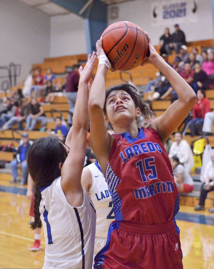Nallely Olguin finished with 21 points leading Martin to a 57-39 win on Tuesday night to take over fourth place in District 31-5A. Photo: Cuate Santos /Laredo Morning Times / Laredo Morning Times