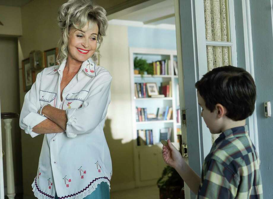 "Annie Potts and Iain Armitage star in the CBS show ""Young Sheldon."" Photo: Richard Cartwright/CBS, STR / �©2017 CBS Broadcasting, Inc. All Rights Reserved"
