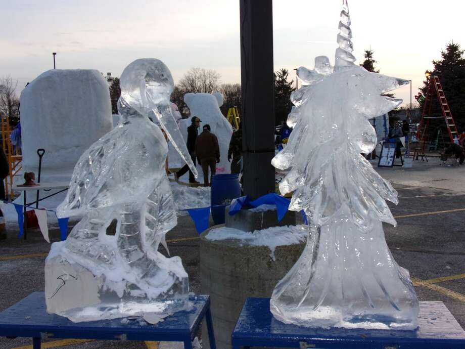 Crowds gathered to witness ice and snow sculptures being designed at last weekend's 2018 Zehnder's Snowfest. Photo: Rich Harp/For The Tribune