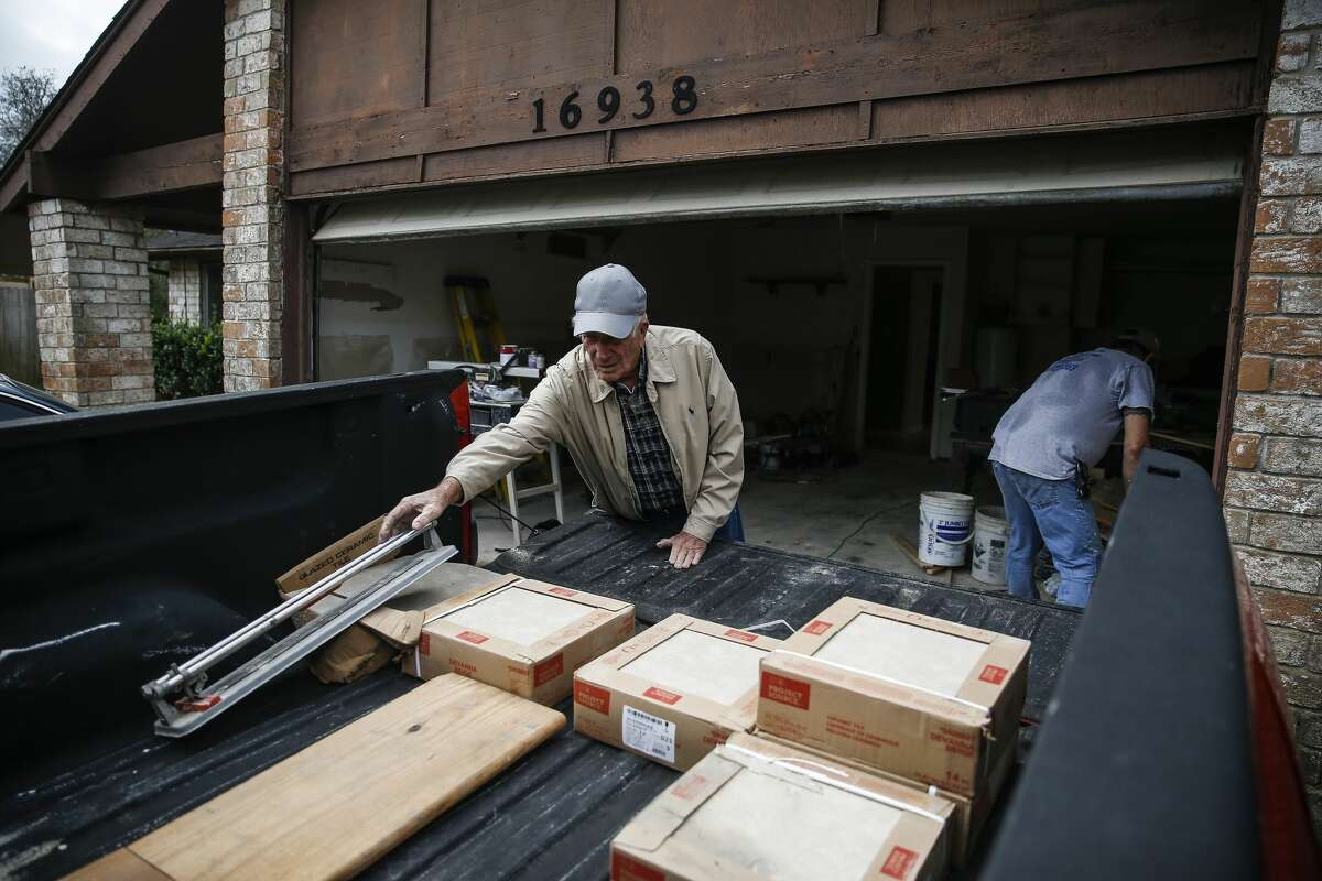Homeowner James Unruh, left, moves material into his truck Thursday, Jan. 11, 2018 as he works to repair his home that flooded during Hurricane Harvey in Friendswood. The city of Friendswood has reverted from 2007 flood maps to 1999 maps to allow homeowners that were flooded during the hurricane to rebuild without mandating expensive home elevation requirements. ( Michael Ciaglo / Houston Chronicle)