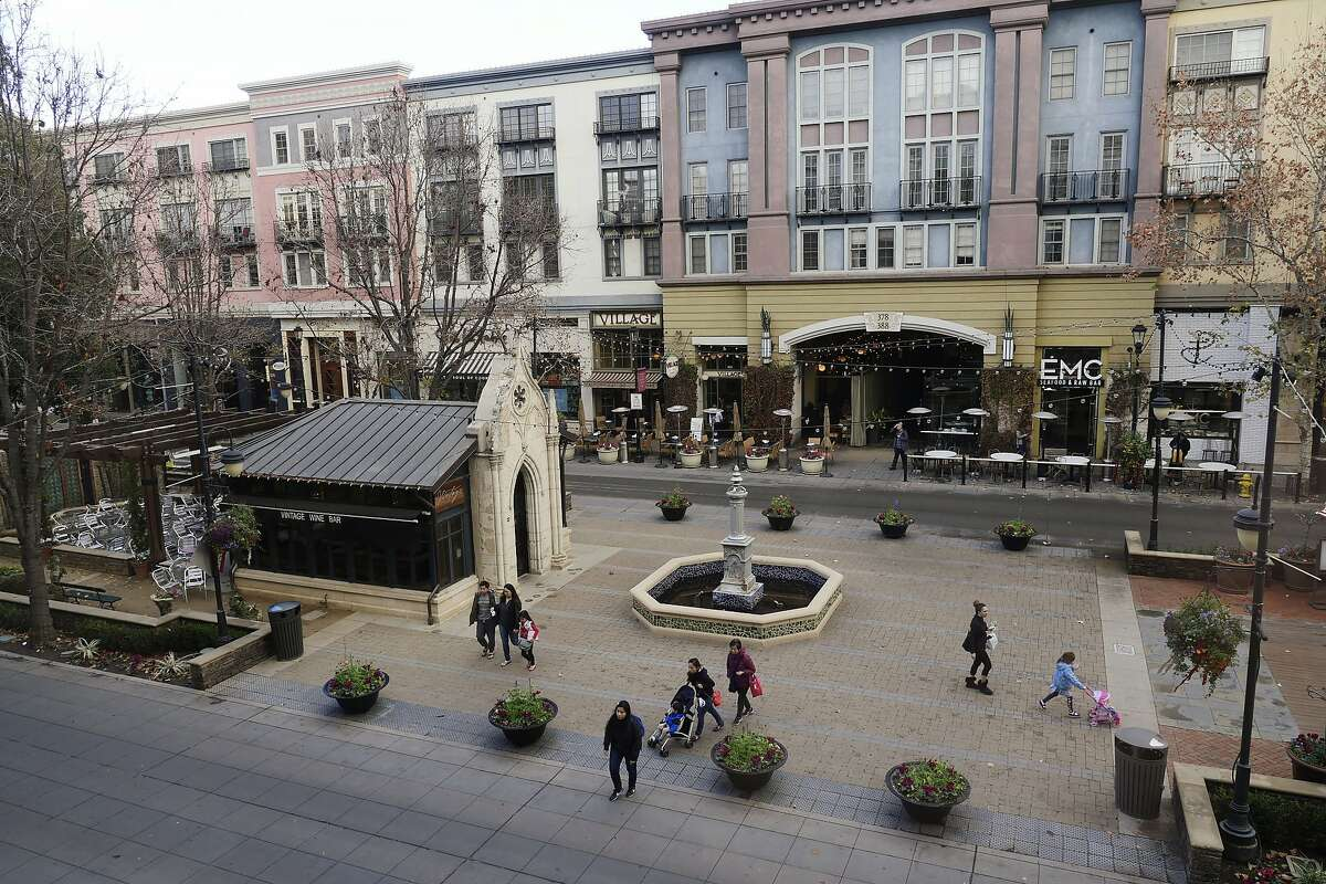 Shoppers visit the open square and shops at Santana Row on January 4, 2018, in San Jose, Calif. Santana Row is known for its high-end shops with luxury condominiums and apartments located above. (Jim Gensheimer/Bay Area News Group/TNS)