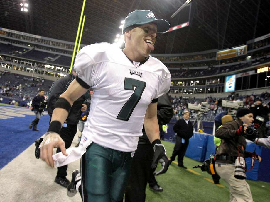Philadelphia Eagles quarterback Jeff Garcia (7) sticks out his tongue as he runs off the field after the the Eagles beat the Dallas Cowboys 23-7, in their NFL  football game in Irving, Texas, Monday, Dec. 25, 2006. With four straight wins, including three in a row on the road, the resilient Eagles are on the verge of winning the NFC East title without two fo their best players _ Donovan McNabb and Jevon Kearse.  (AP Photo/Matt Slocum) Photo: Matt Slocum, AP
