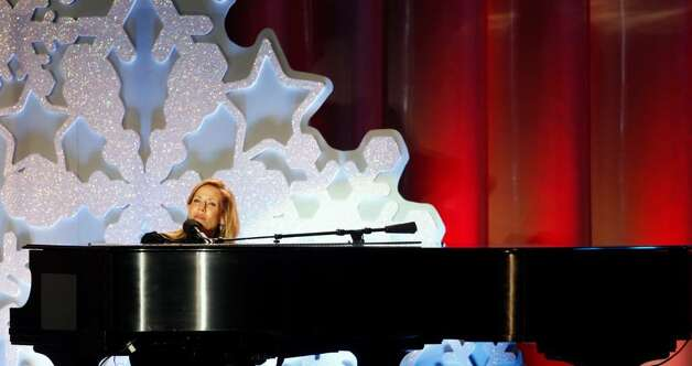 Sheryl Crow performs during the lighting of the National Christmas Tree, Thursday, Dec. 3, 2009, in Washington. (AP Photo/Haraz N. Ghanbari) Photo: Haraz N. Ghanbari / AP