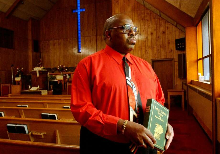 Douglas Wayne Woodard is shown in April 2002 at Union Missionary Baptist Church in Albany. Woodard, one of the Capital Region's first heart transplant patients, died Sunday at age 57. ( Times Union archive ) Photo: JONATHAN FICKIES / ALBANY TIMES UNION