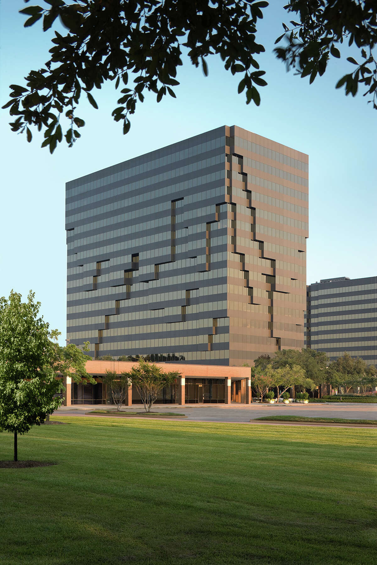 Hunting Energy Services has leased 62,137 square feet at 16825 Northchase Drive.