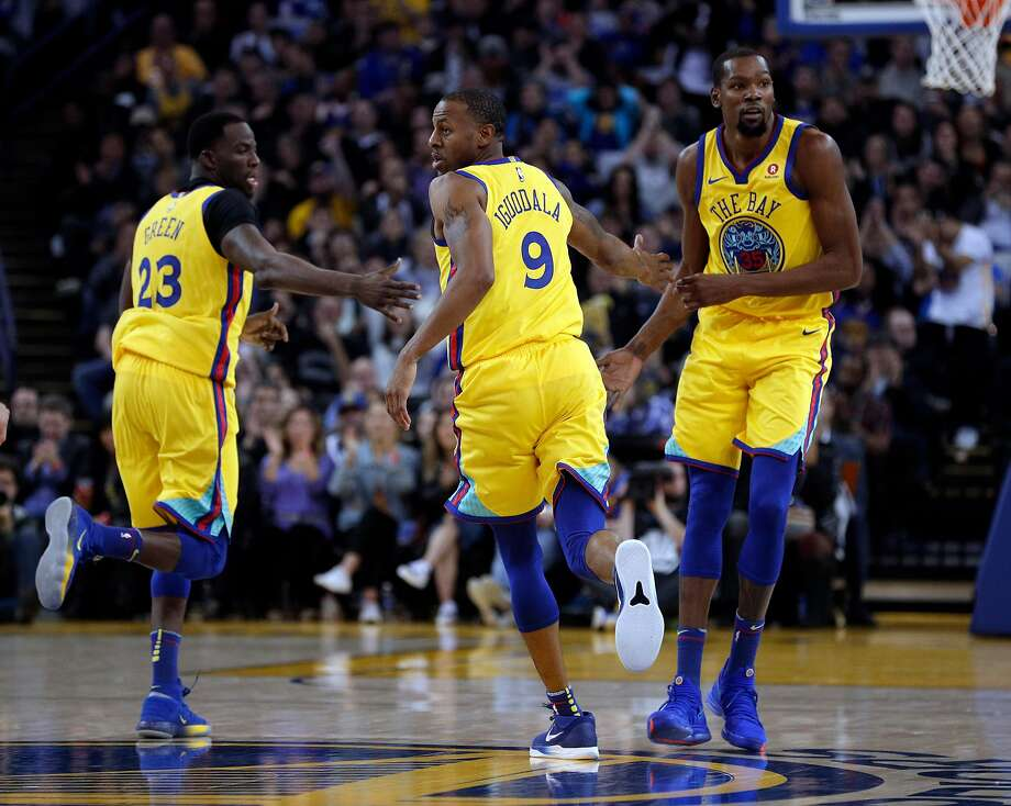 Andre Iguodala (9), Draymond Green (23) and Kevin Durant (35) high five in the first half as the Golden State Warriors played the Minnesota Timberwolves at Oracle Arena in Oakland, Calif., on Thursday, January 25, 2018. Photo: Carlos Avila Gonzalez / The Chronicle