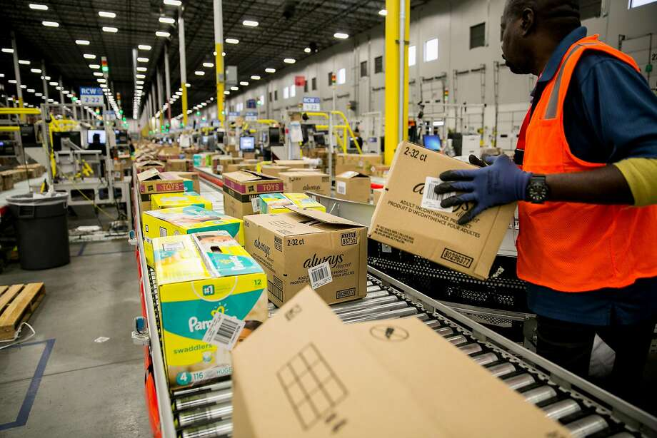 Walmart is among the companies offering bonuses or pay raises because of the new tax law. Photo: SAM HODGSON, NYT