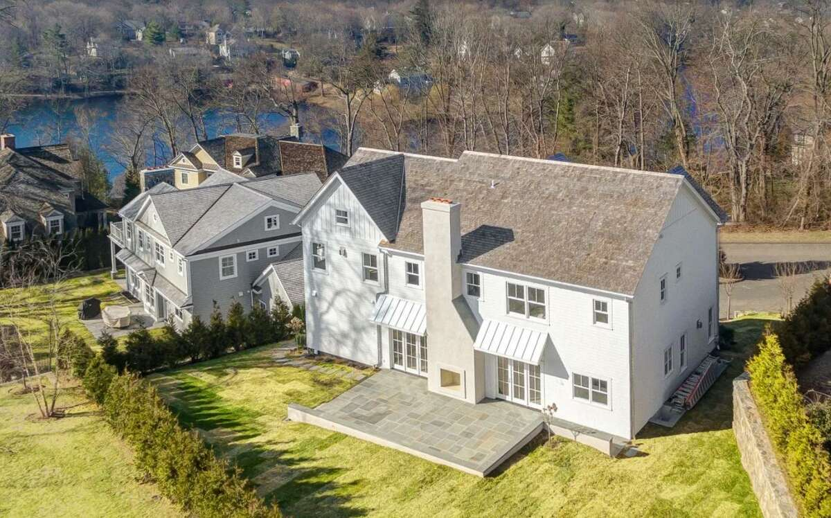 10 Lakeview Drive in Greenwich.