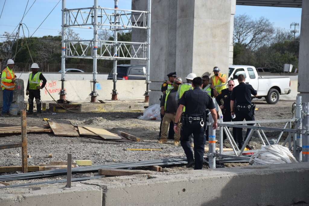 three construction workers were crushed by around 1000 pounds of rebar thursday afternoon in a construction