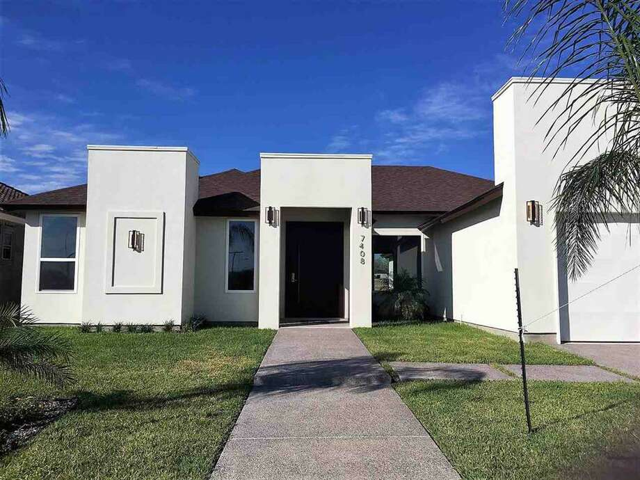 3 Bedroom , 3 full Bath, Office space, 2,058 sqft. 7624 sqft Lot. Great open Concept floor Plan Executive Realtors
