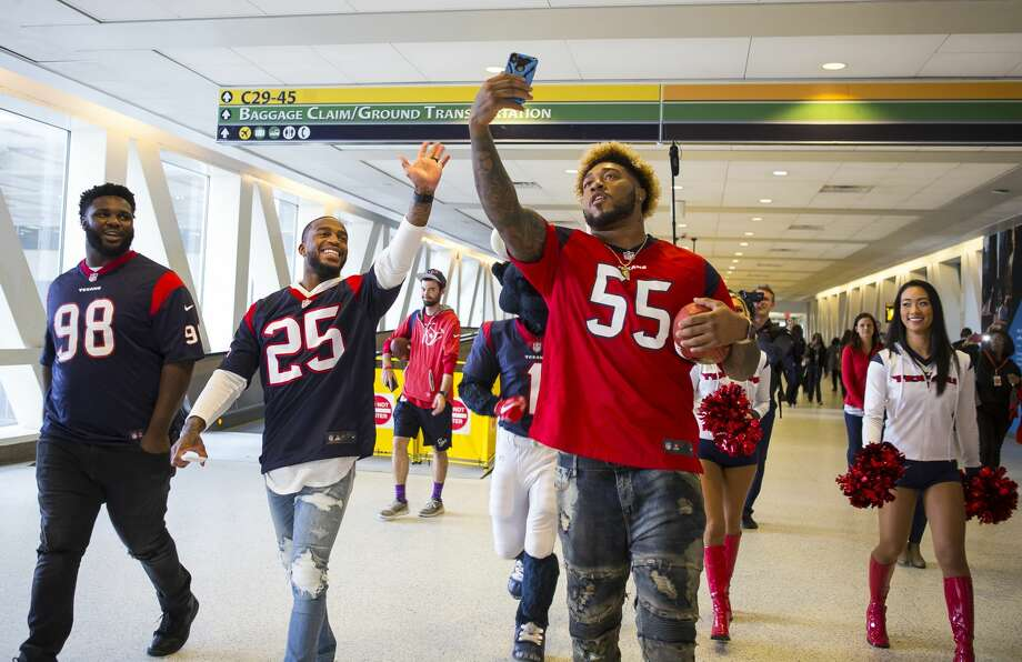 Houston Texans players DJ Reader (98), Kareem Jackson (25) and Benardrick McKinney (55) walk through Terminal C to visit a United flight to Chicago O'Hare from George Bush Intercontinental Airport, Thursday, Feb. 1, 2018, in Houston. ( Mark Mulligan / Houston Chronicle ) Photo: Mark Mulligan/Houston Chronicle